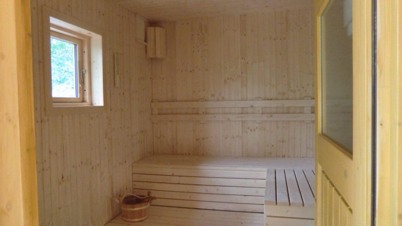 Sauna für 4 Personen im Haus Biberbau mit Ausgang zur Terrasse und zum Bad