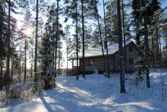 Warum nicht einmal die Ruhe im winterfesten Blockhaus genießen ?
