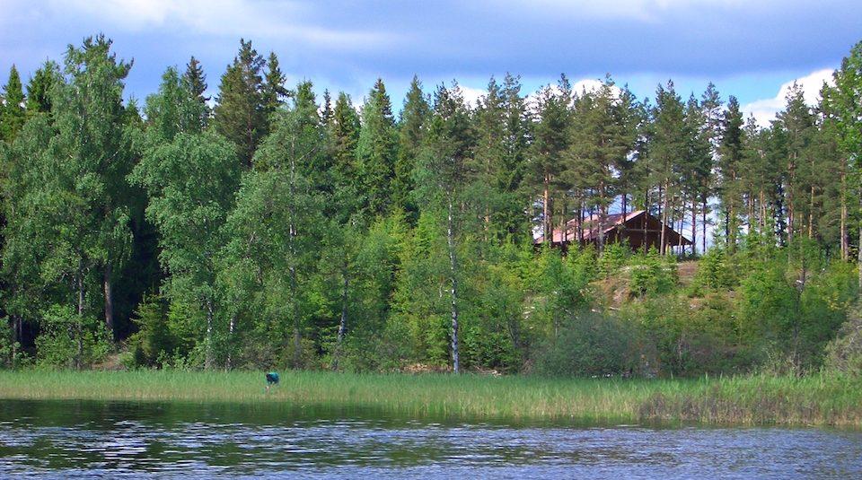 Blockhaus Dachsbau vom Wasser aus gesehen