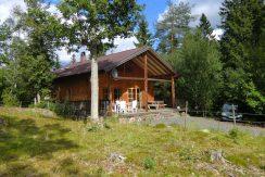 Das Blockhaus liegt nur unweit vom See Kiasjön
