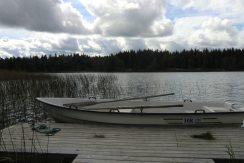 Zum Haus gehört ein Ruderboot