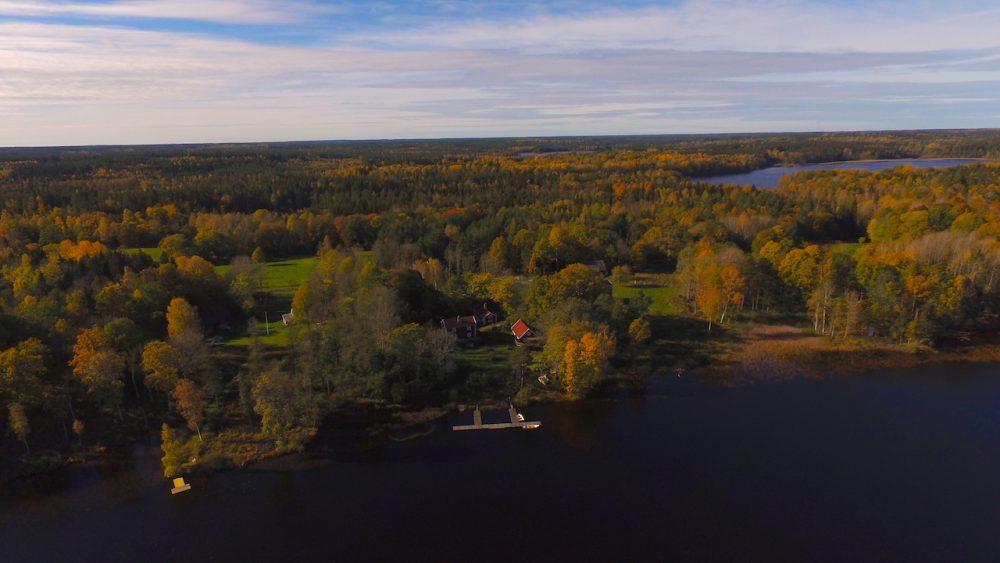Die Häuser auf Kianäs im Herbst