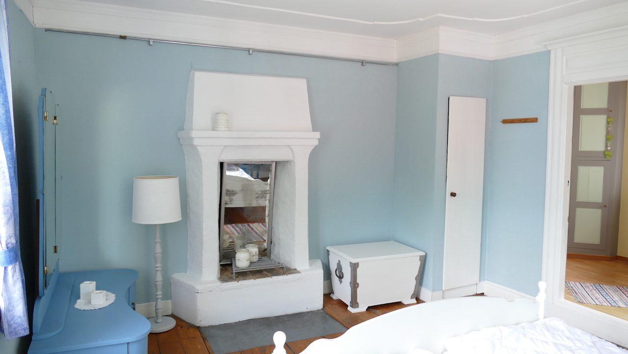 1. Schlafzimmer, alter Kamin ausser Funktion