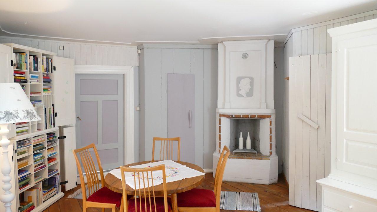 2. Schlafzimmer mit altem Kamin ausser Funktion