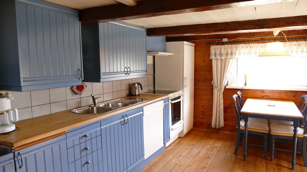 Küche mit niedrigen Deckenhöhen (1,85 cm am Balken)