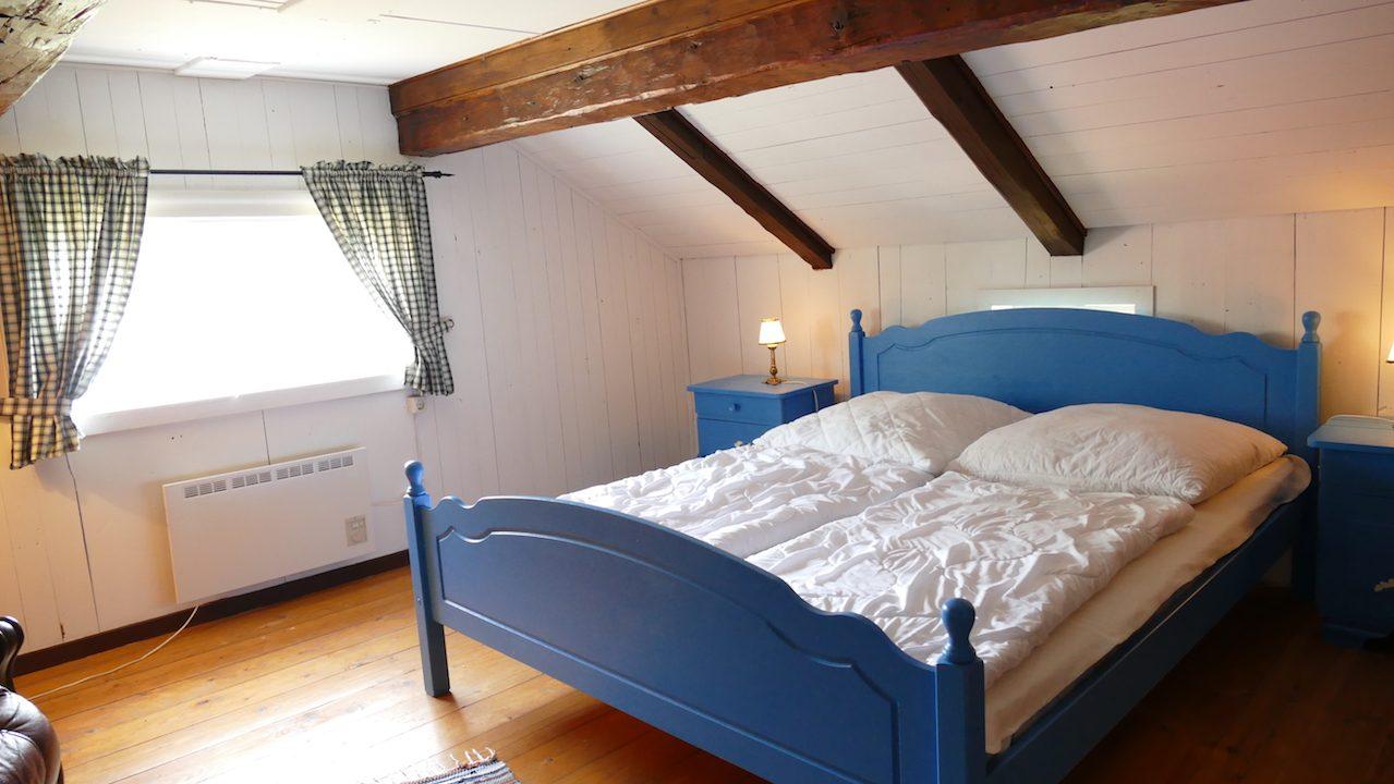 1. Schlafzimmer im Obergeschoss mi niedrigen Deckenhöhen