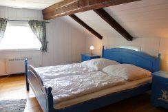1. Schlafzimmer im Obergeschoss mit Seeblick