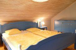2. Schlafzimmer im Obergeschoss - alles neu renoviert