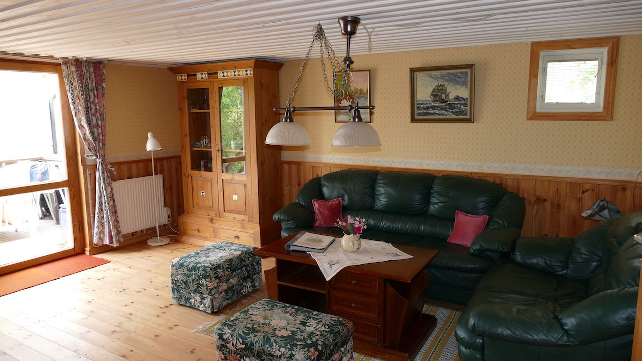Wohnzimmer mit Seeblick