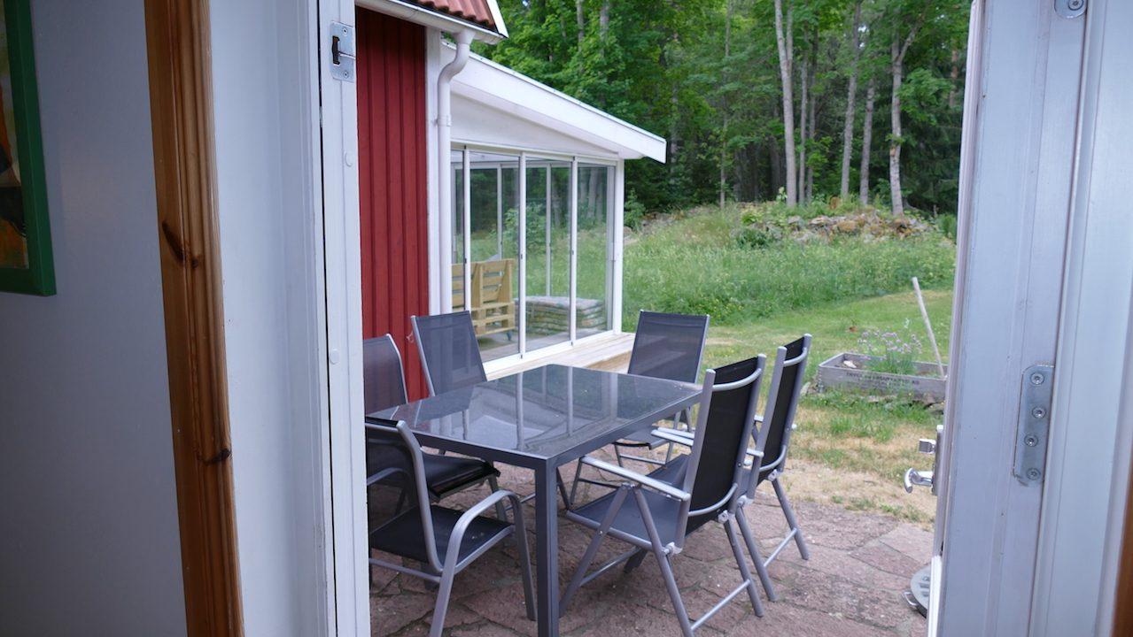 Terrasse mit Zugang von der Küche