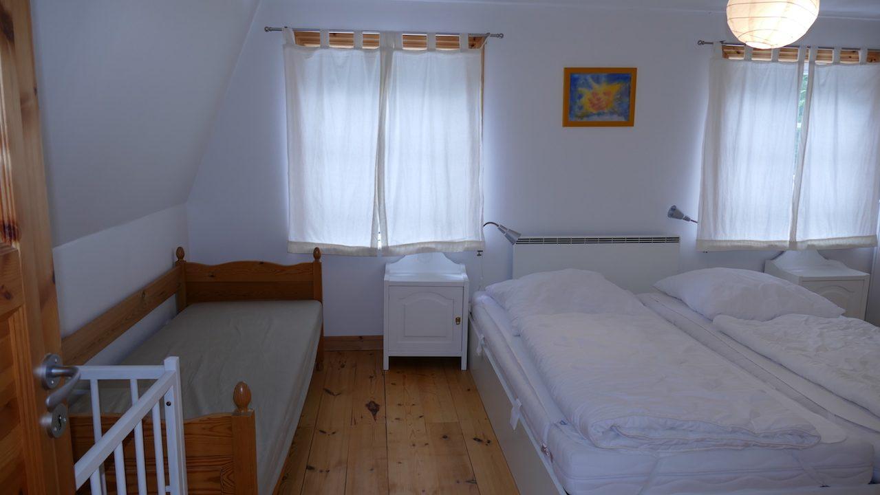 1. Schlafzimmer im Obergeschoss mit Zusatzbett