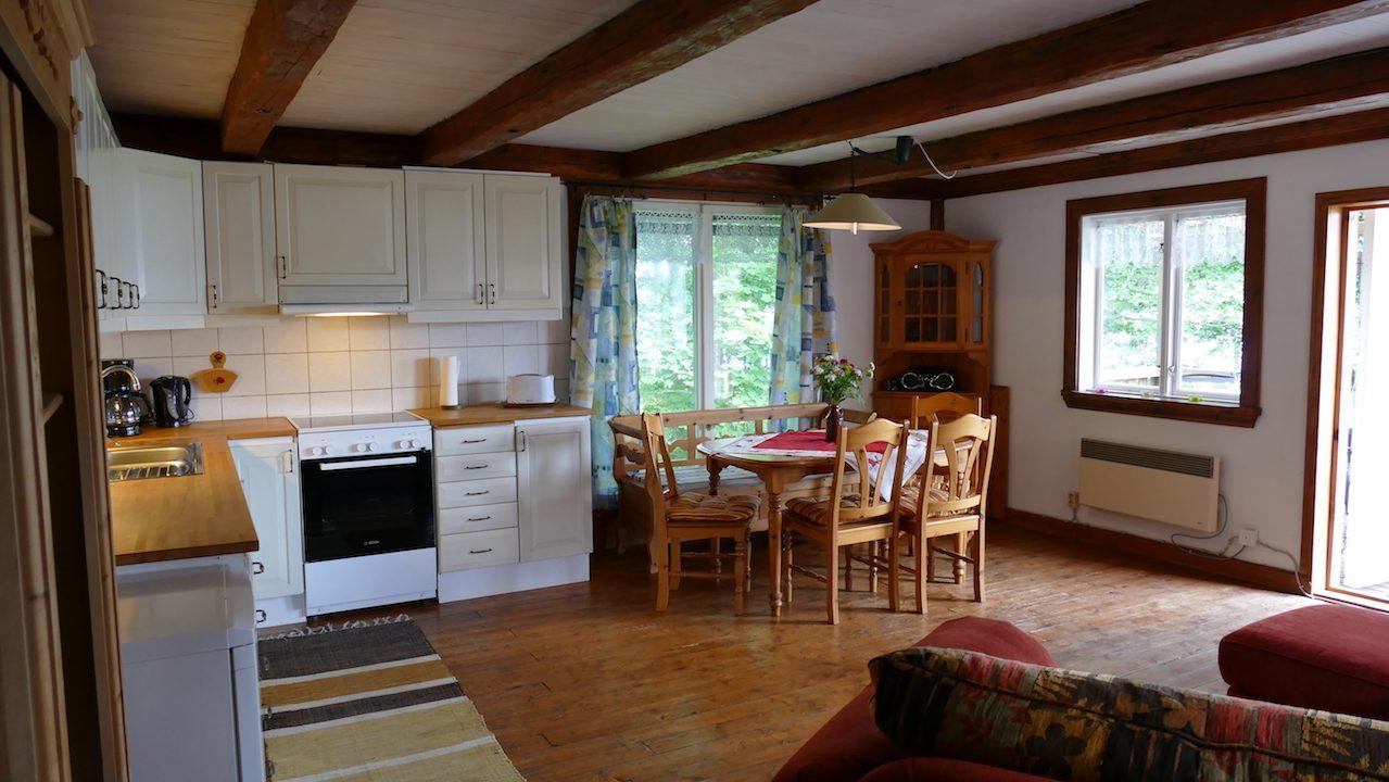 Essbereich im Wohnzimmer integriert