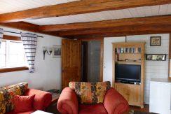 Wohnzimmer mit Flachbild-TV und deutschen Programmen