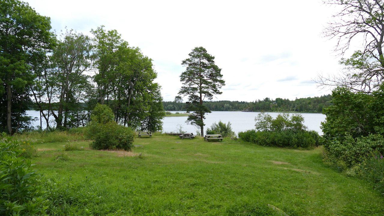 Großer Platz direkt am See Kiasjön