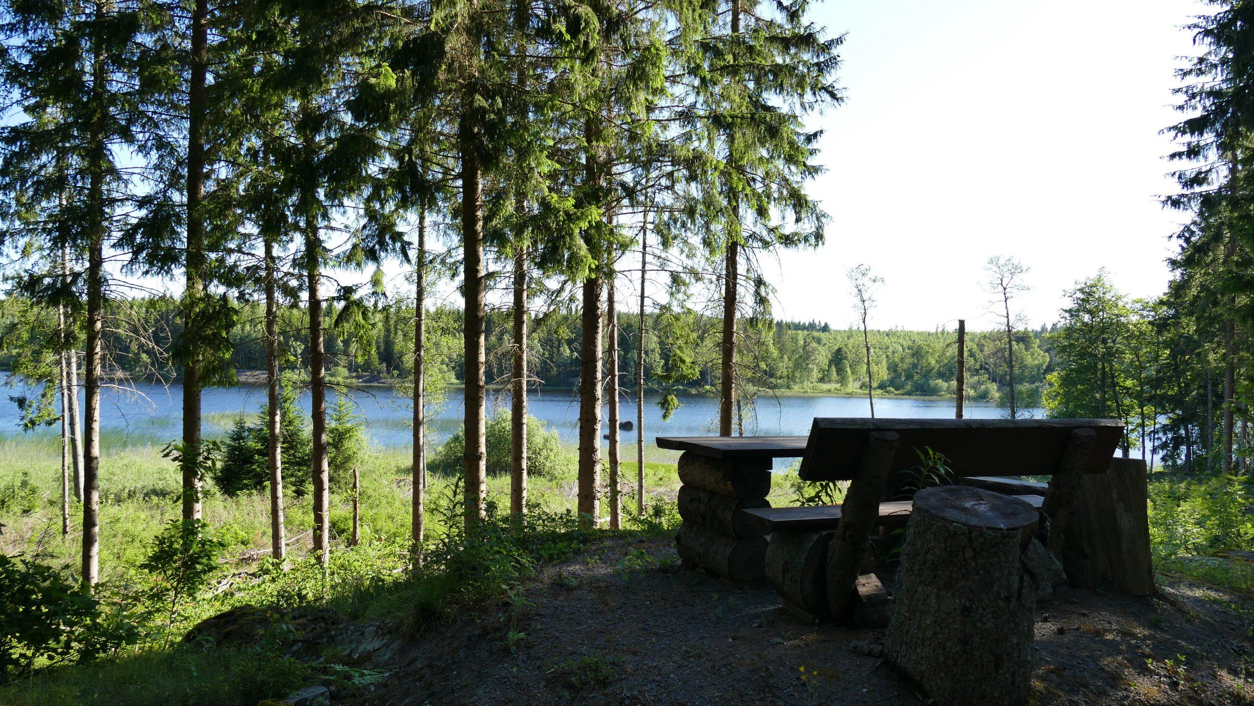 Rustikale Sitzgruppe am See