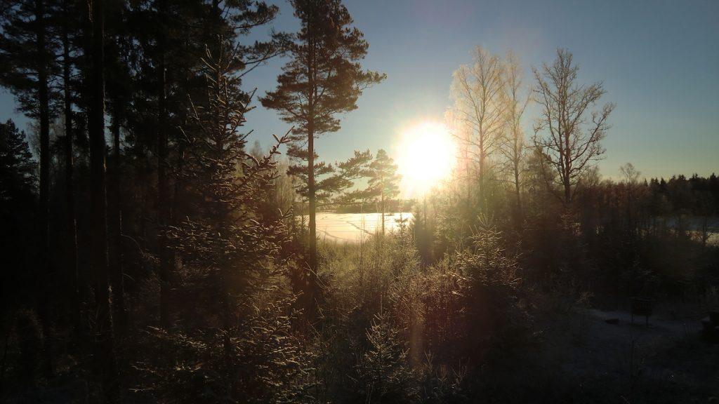 Sonne und winter im haus biberbau in südschweden