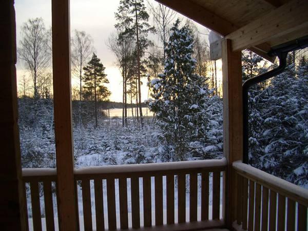 Winter auf der Terrasse im Fuchsbau in Smaland winterurlaub schweden